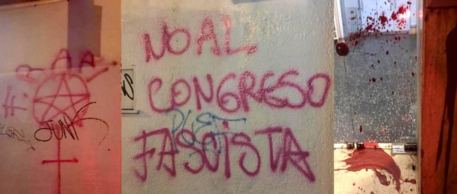 Texto llamando fascistas a los evangélicos, los símbolos satánicos y la pintura roja en las salas / facebook,uruguay vandalismo, uruguay intolerancia