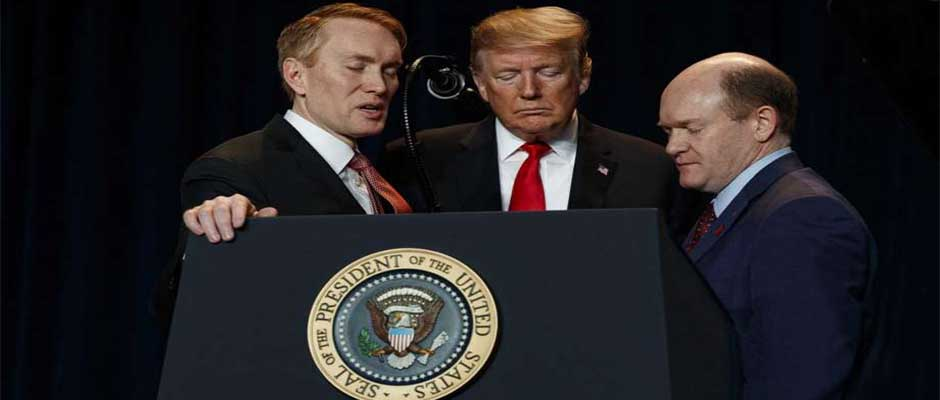 James Lankford (Republicano) y Chris Coons (Demócrata) oran porel presidente,