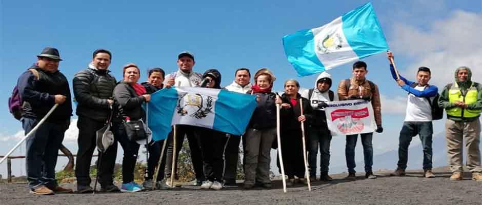 Desde El volcán de Pacaya, los asistentes tomaron un tiempo para pedir por la paz,