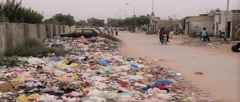 Basura plástica en las calles de Pakistán / Tearfund,