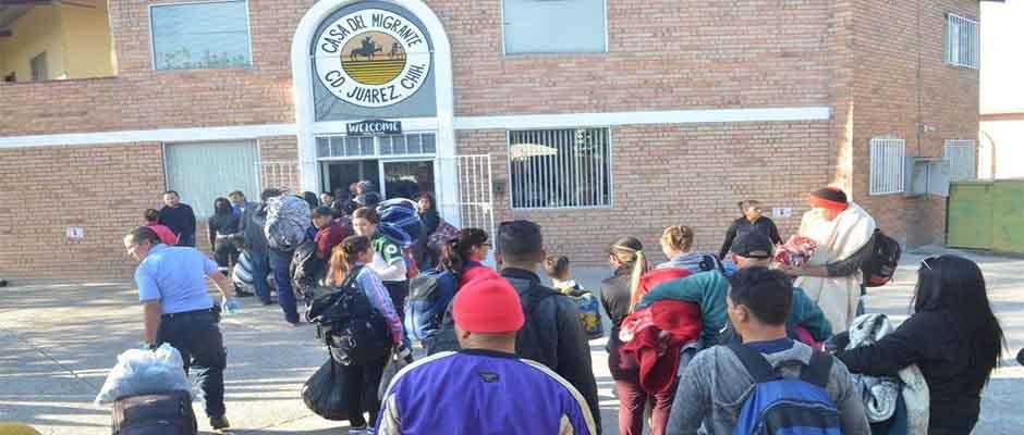 Inmigrantes acuden a un centro de atención. ,