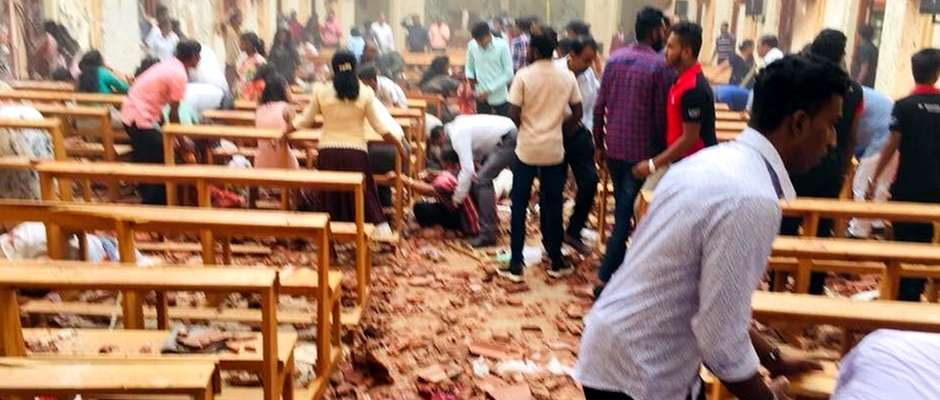 El interior de uno de los templos cristianos, tras estallar la bomba,Sri Lanka, atentado cristianos