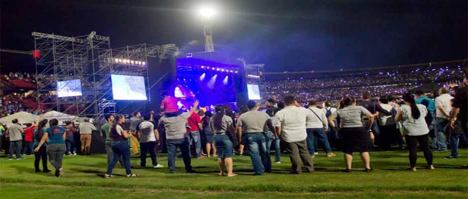 Decenas de miles asistieron al festival evangelístico,