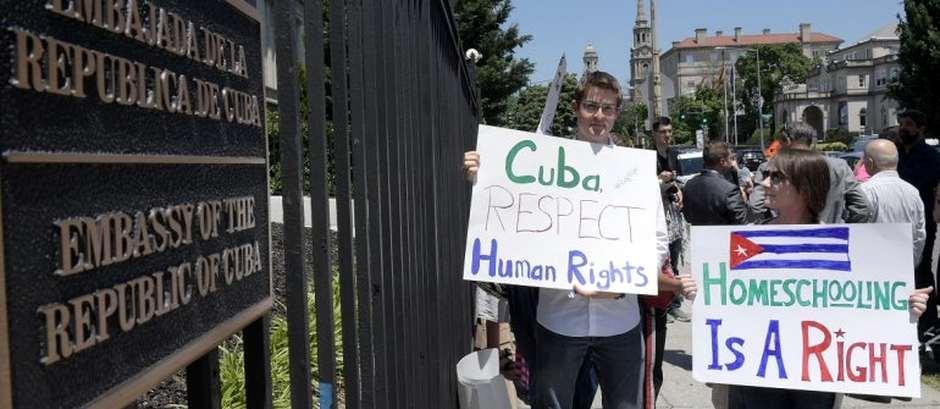Manifestación por la familia Regal en la embajada de Cuba en EEUU,embajada cuba, EEUU