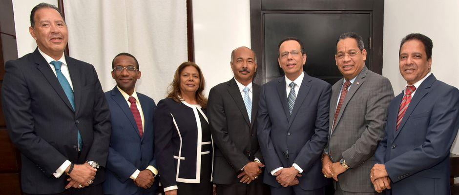 Representantes del Ministerio de Educación y el presidente de la Mesa de Diálogo,Evangélicos dominicanos
