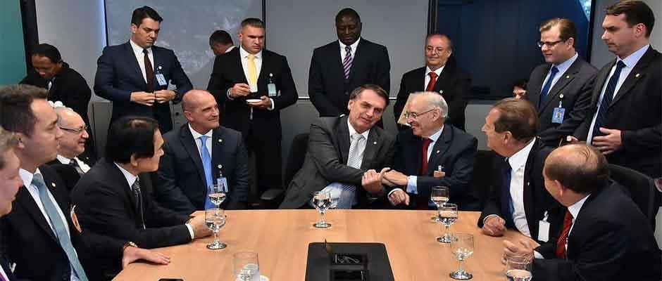 Bolsonaro reunido con la bancada evangélica del Congreso brasileño / Jornal O Sul,