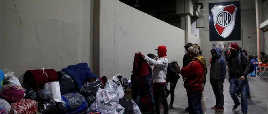 El club de fútbol River Plate abrió sus puertas para ayudar a los más necesitados / El Periódico,River Plate