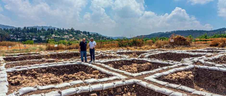 El Dr. Hamoudi Khalaily y el Dr. Jacob Vardi, directores de las excavaciones / Autoridad de Antigüedades de Israel.,Arqueología