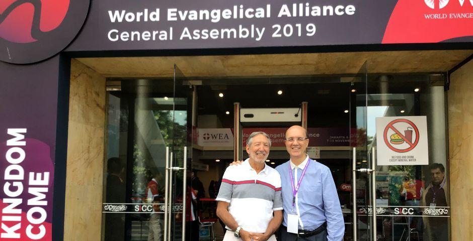 Carlos Nanetti (izquierda) con Xesús Manuel Suárez en el encuentro mundial de la WEA en Indonesia, Carlos Nanetti, Xesús Manuel Suárez