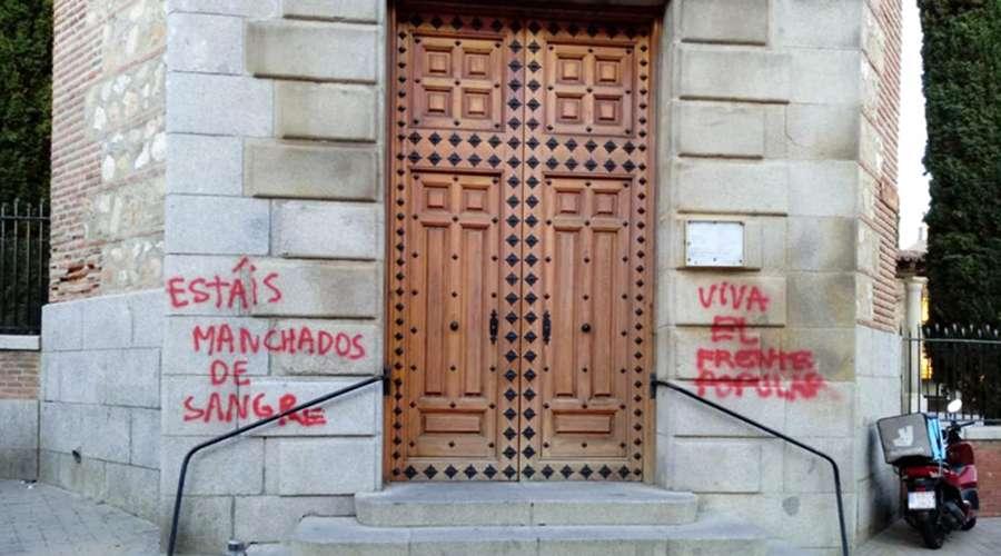 Abogados Cristianos denuncia ante Fiscalía las pintadas en una iglesia de Fuencarral por delito de odio / Europapress,
