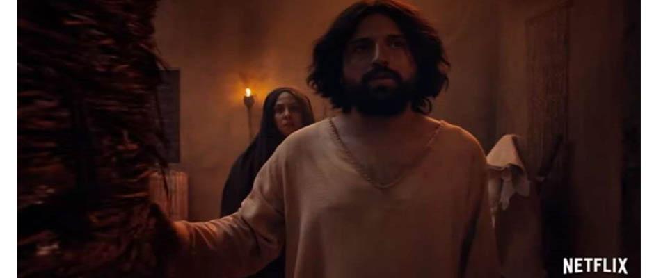 La película retrata además a la Virgen María como prostituta ,