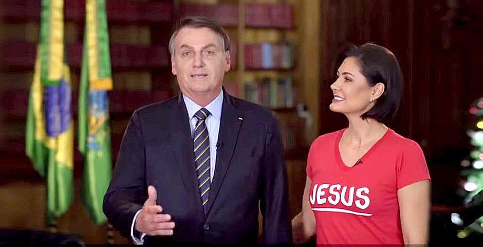 Michelle y Jair Bolsonaro durante el mensaje de fin de año,Michelle y Jair Bolsonaro durante el mensaje de fin de año