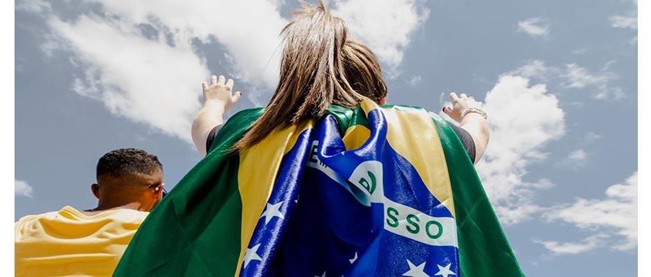 Una joven adorando durante el evento The Send Brasil el sábado / The Send Brazil,