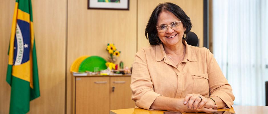 Damares Alvez, ministra de familia, mujer y derechos humanos del Brasil,
