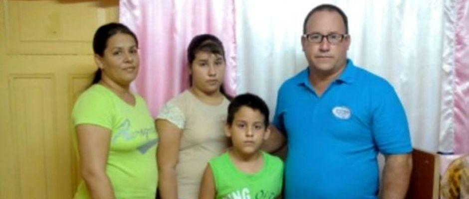 Ramón Rigal y su esposa Adya Expósito con sus dos hijos, Ruth y Joel en una foto de archivo,Ramón Rigal, Adya Expósito
