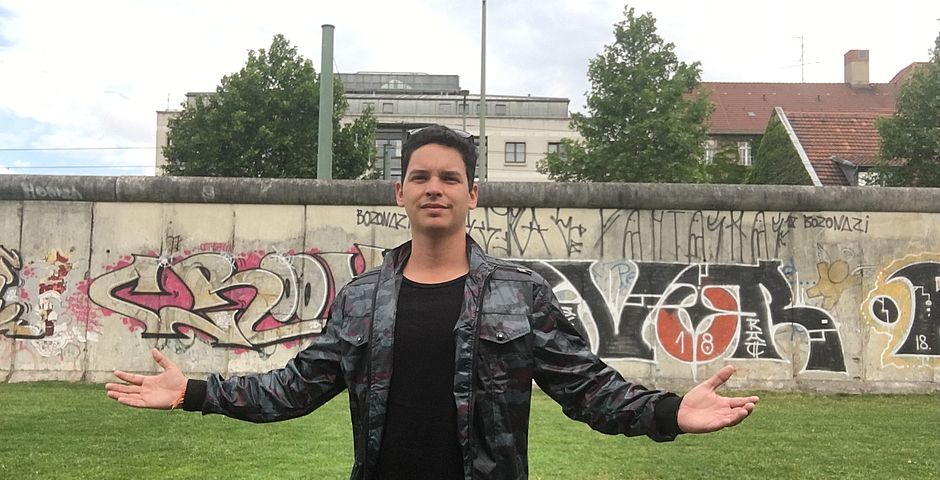 Yoe Suárez en el muro de Berlín (2019),Yoe Suárez en el muro de Berlín