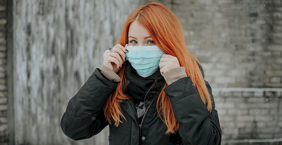 Pille-Riin Priske, Unsplash,mujer con mascarilla, epidemia