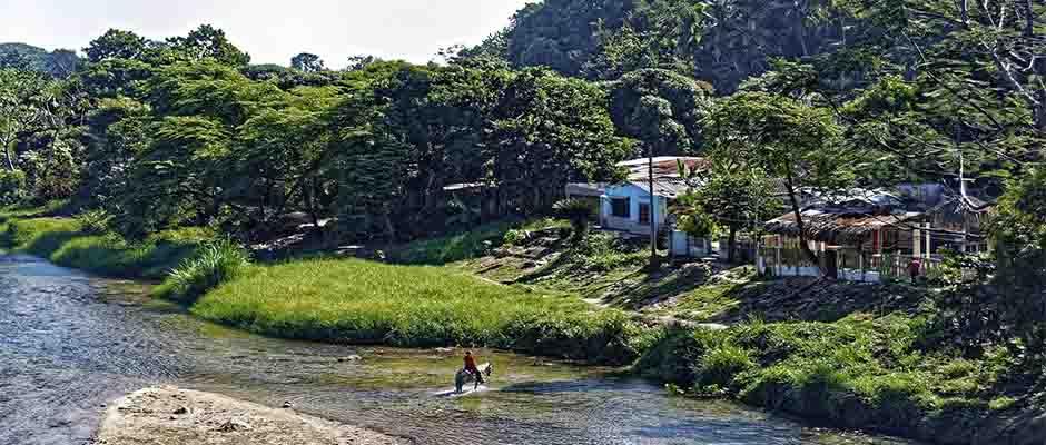 Río Guachaca en el Departamento de Magdalena, Colombia / Imagen por Makalu de Pixabay,