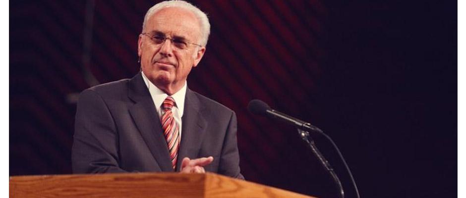 El pastor John MacArthur de la iglesia Grace Community Church,John MacArthur