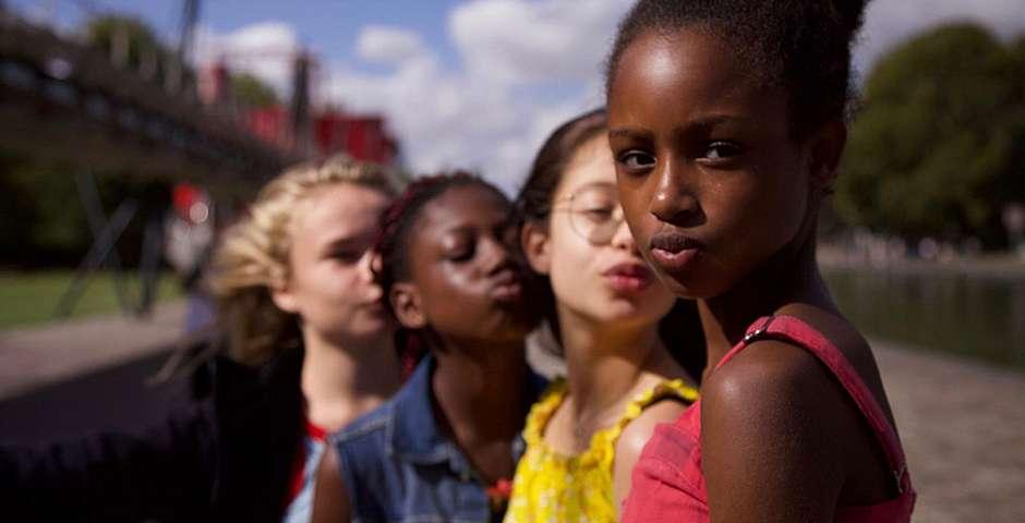 Una escena de las actrices infantiles de la película,Guapis, Cuties