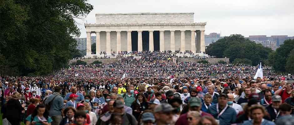 Decenas de miles marchan desde el Monumento a Lincoln / Associated Press,Marcha de Oración