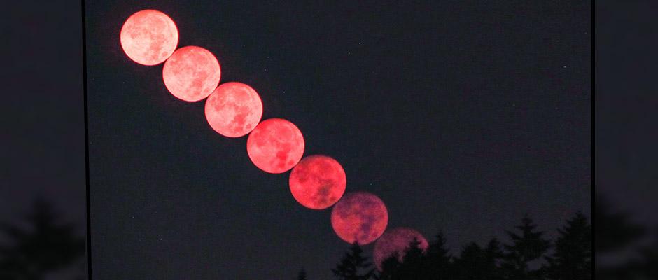 La publicación del Servicio del Clima en Seattle mostraba los diferentes tonos de rojo adquiridos por la luna debido al humo / NWS Seattle Twitter,