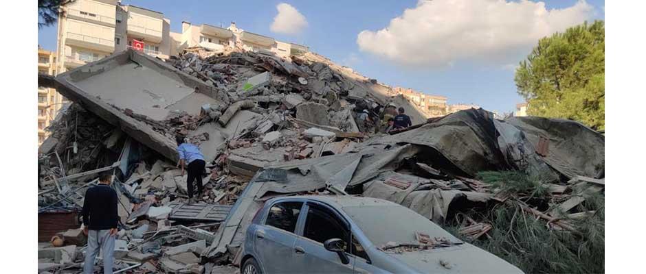 Edificios derrumbados por el terremoto en Esmirna, Turquía.,Terremoto, Turquía
