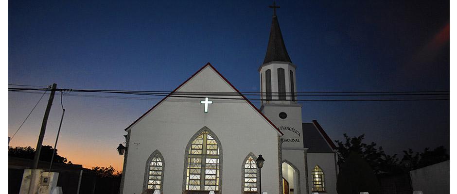 Iglesia Evangélica Congregacional en la ciudad de Basavilbaso, provincia de Entre Ríos, Argentina / Foto: Javier Bolaños,Iglesia evangélica