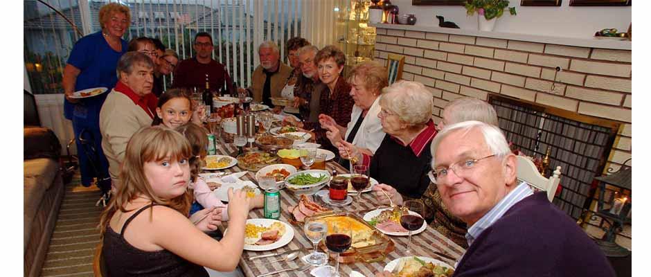 Familia en Día de Acción de Gracias / Derek K. Miller,