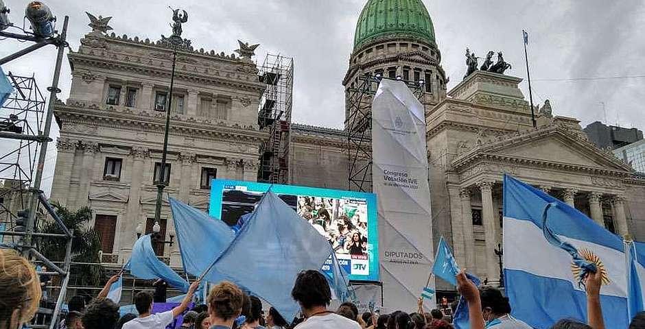 Durante todo el día una inmensa multitud de manifestantes provida se congregaron a las afueras del Congreso argentino,aborto, Argentina