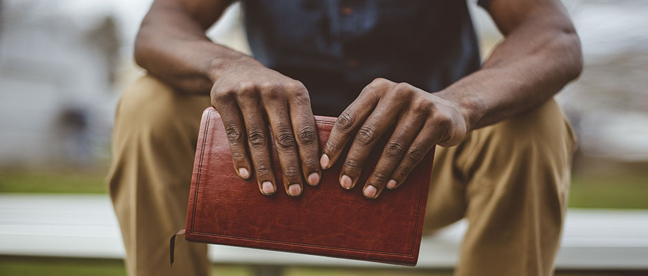 Los pastores afroamericanos son más propensos a que su iglesia esté abierta a un sermón sobre reconciliación racial / wirestock on feepick,