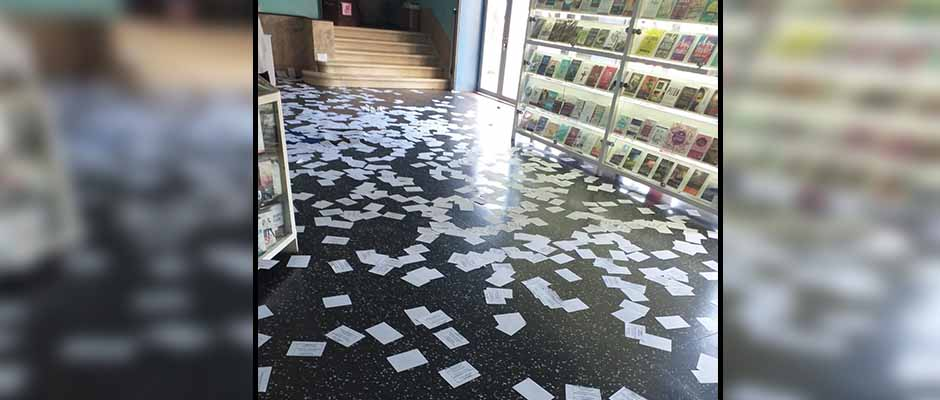 El hall a la entrada de la iglesia quedó inundado de panfletos / Iglesia Misión Vida,
