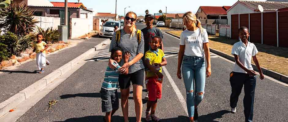 Jóvenes noruegos trabajando con niños en Sudáfrica. / JUCUM,