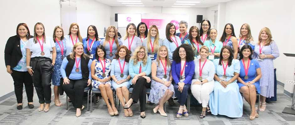 El grupo de Comunicadoras Hispanas presentes en Expolit 2021,comunicadoras